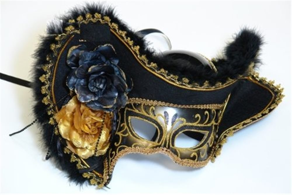 Picture of Lady Pirate Adult Mask